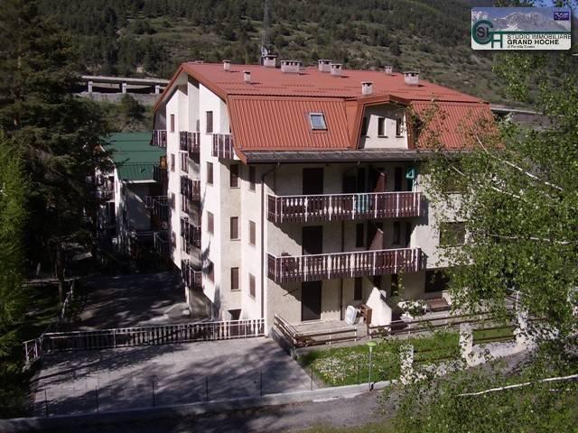 Appartamento in buone condizioni arredato in affitto Rif. 4248604