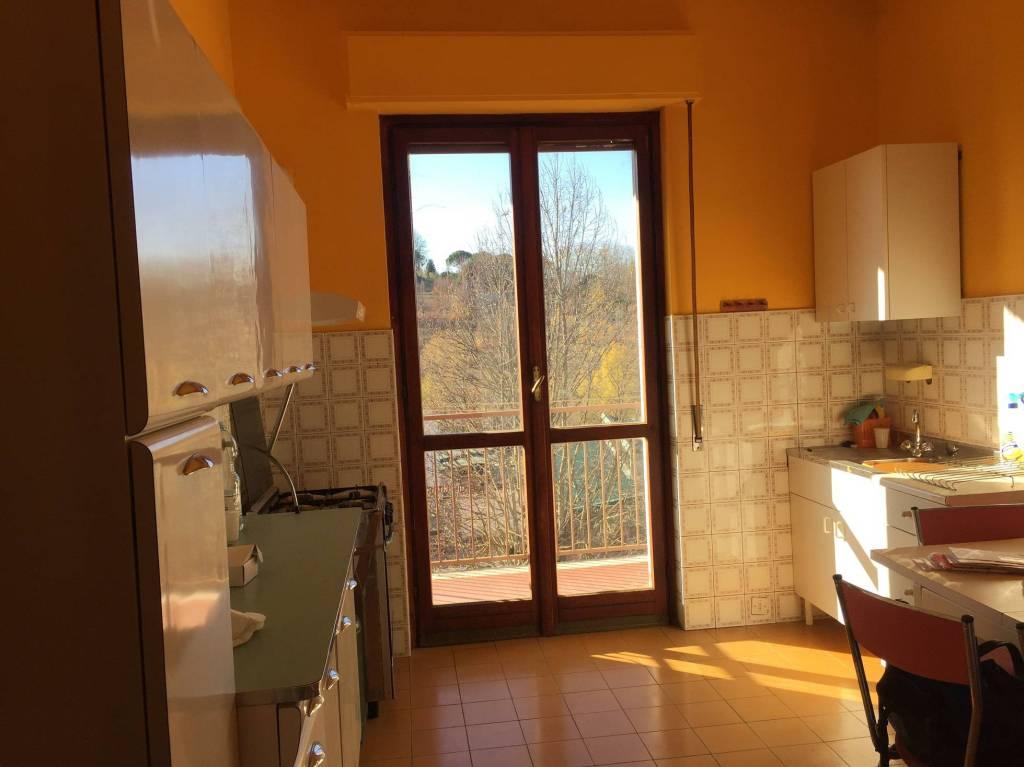 Appartamento da ristrutturare parzialmente arredato in vendita Rif. 4966714