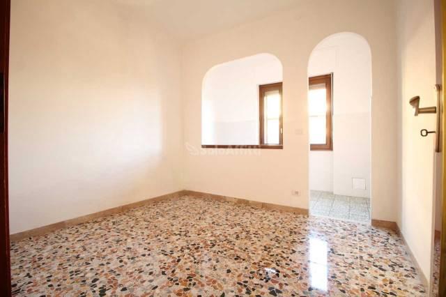 Appartamento in buone condizioni in affitto Rif. 4547073