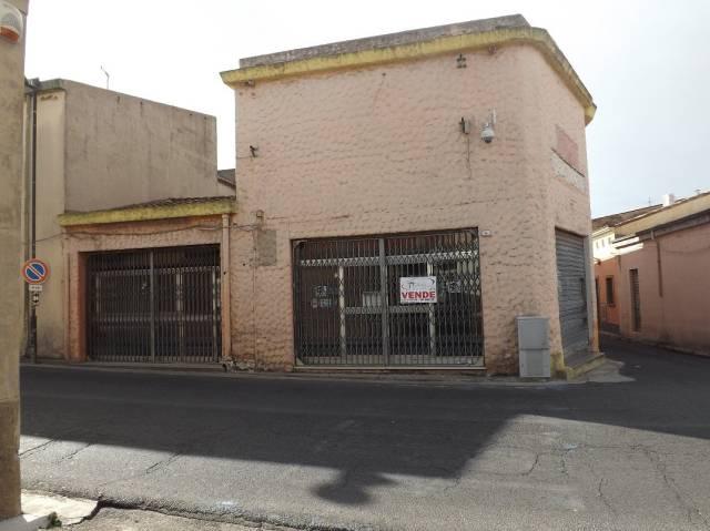 Negozio bilocale in vendita a Riola Sardo (OR)