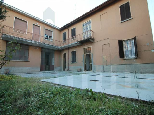 Casa indipendente 6 locali in vendita a Cabiate (CO)
