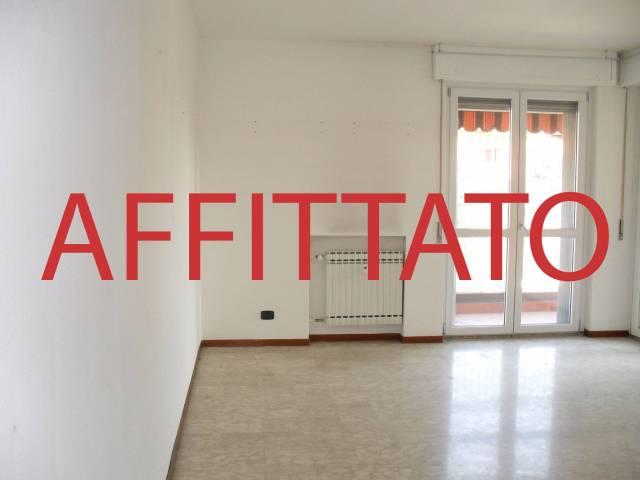 Appartamento in buone condizioni parzialmente arredato in affitto Rif. 4227635