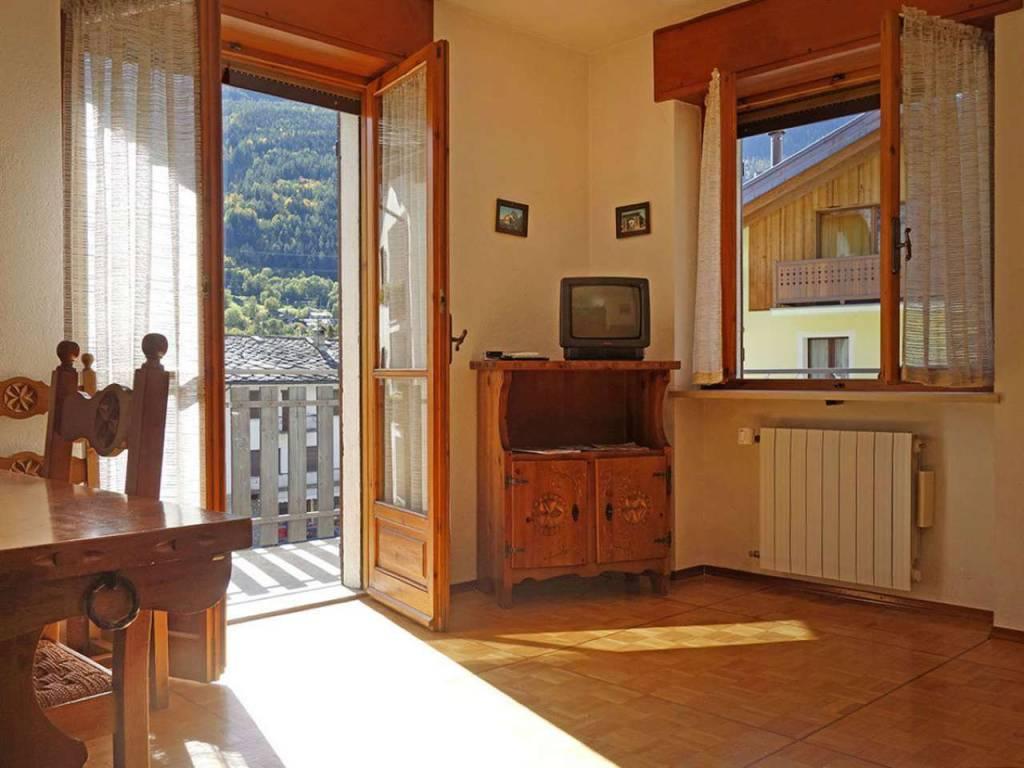Morgex La Ruine: panoramico e soleggiato alloggio con balconi, box e cantina