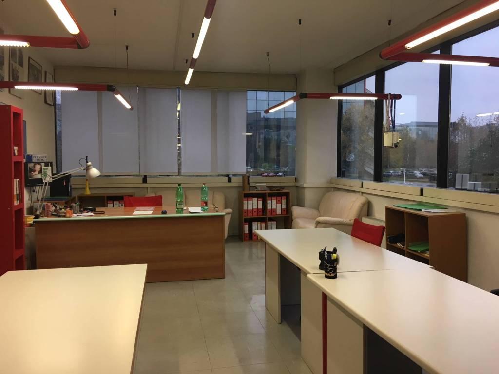 Ufficio / Studio in affitto a Rozzano, 5 locali, prezzo € 2.900   CambioCasa.it