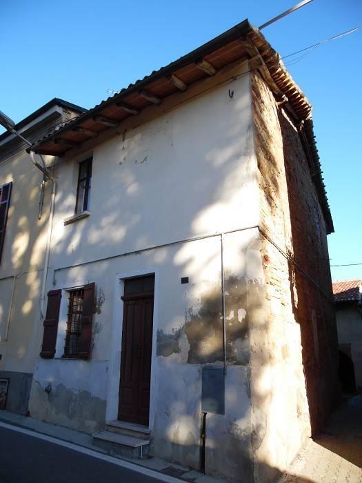 Casa Indipendente da ristrutturare parzialmente arredato in vendita Rif. 5029316