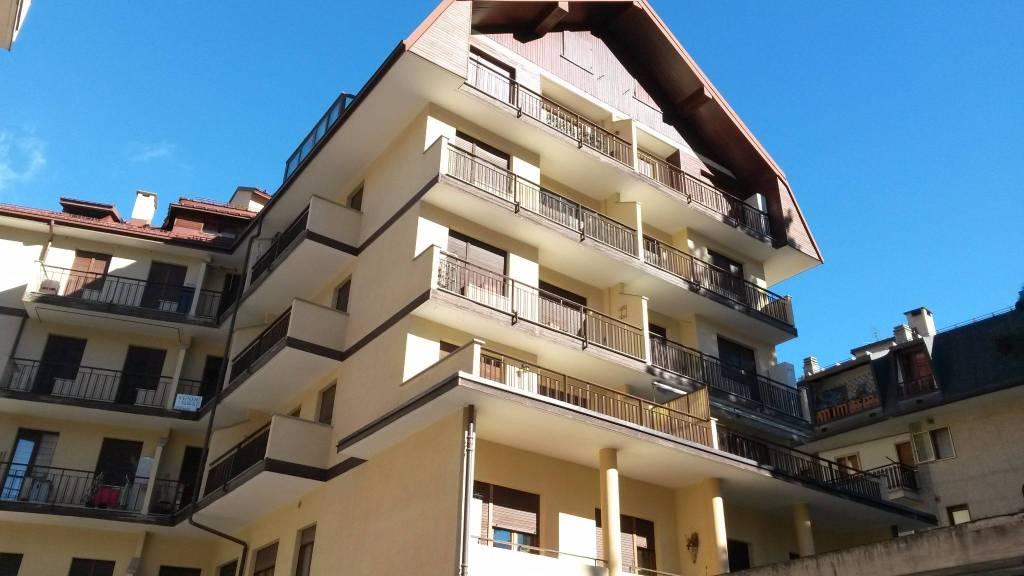 Appartamento in buone condizioni arredato in vendita Rif. 7782167