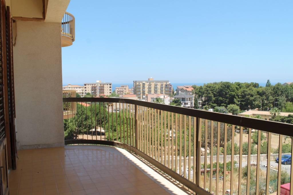 Appartamento in buone condizioni in vendita Rif. 8644142