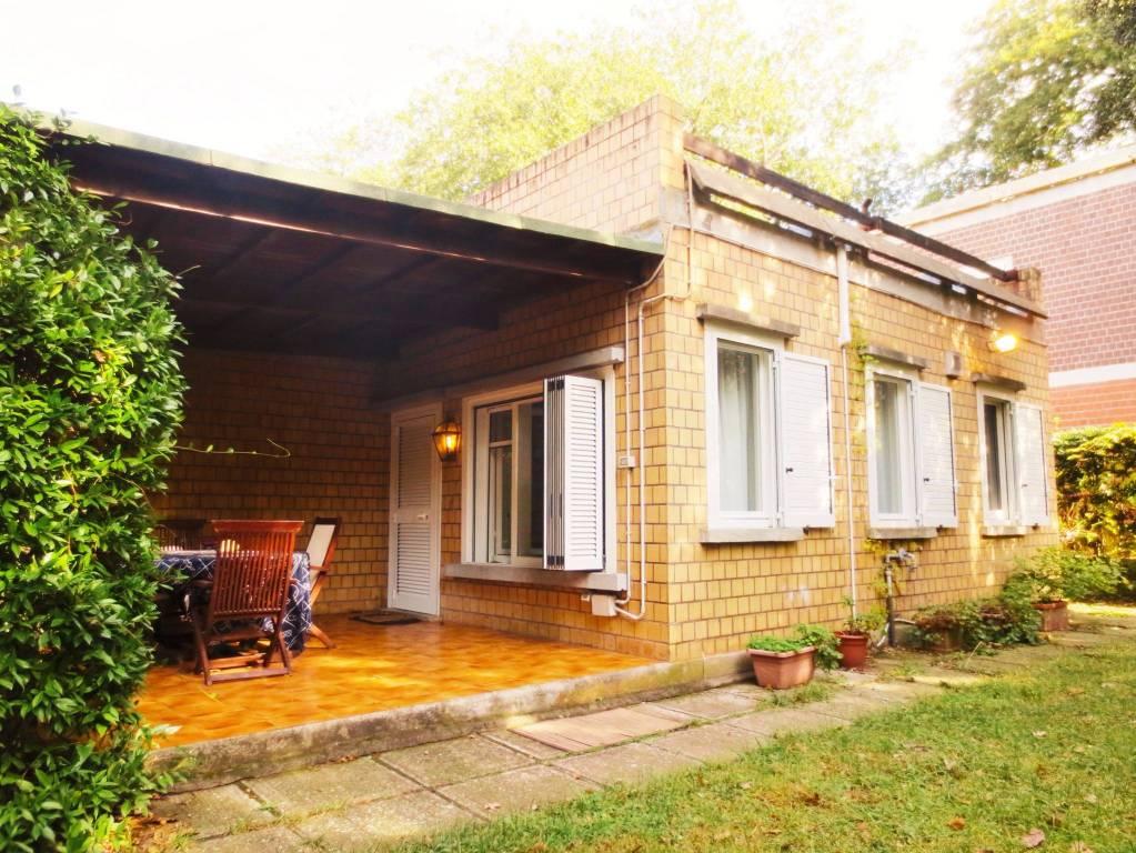 Villa parzialmente arredato in vendita Rif. 8288231