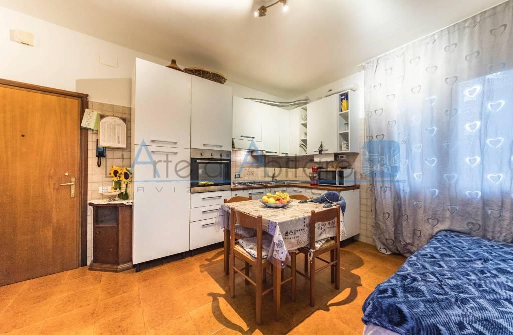 Appartamento in buone condizioni arredato in vendita Rif. 4868231