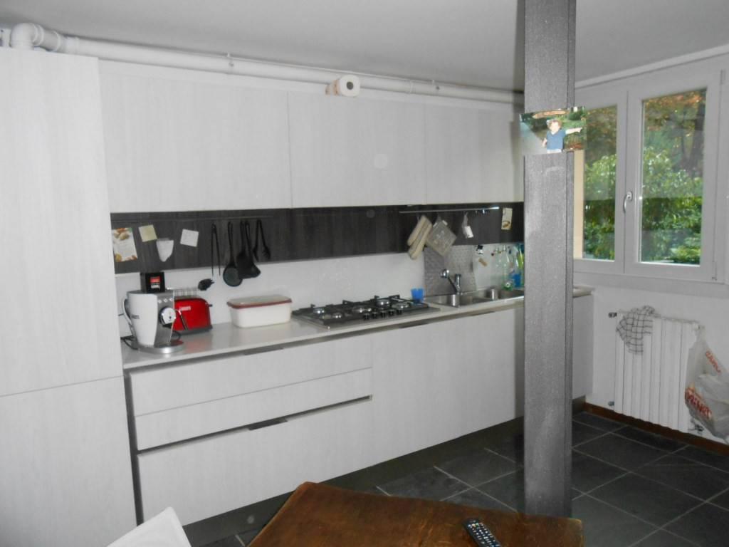 Appartamento in buone condizioni arredato in affitto Rif. 8188627