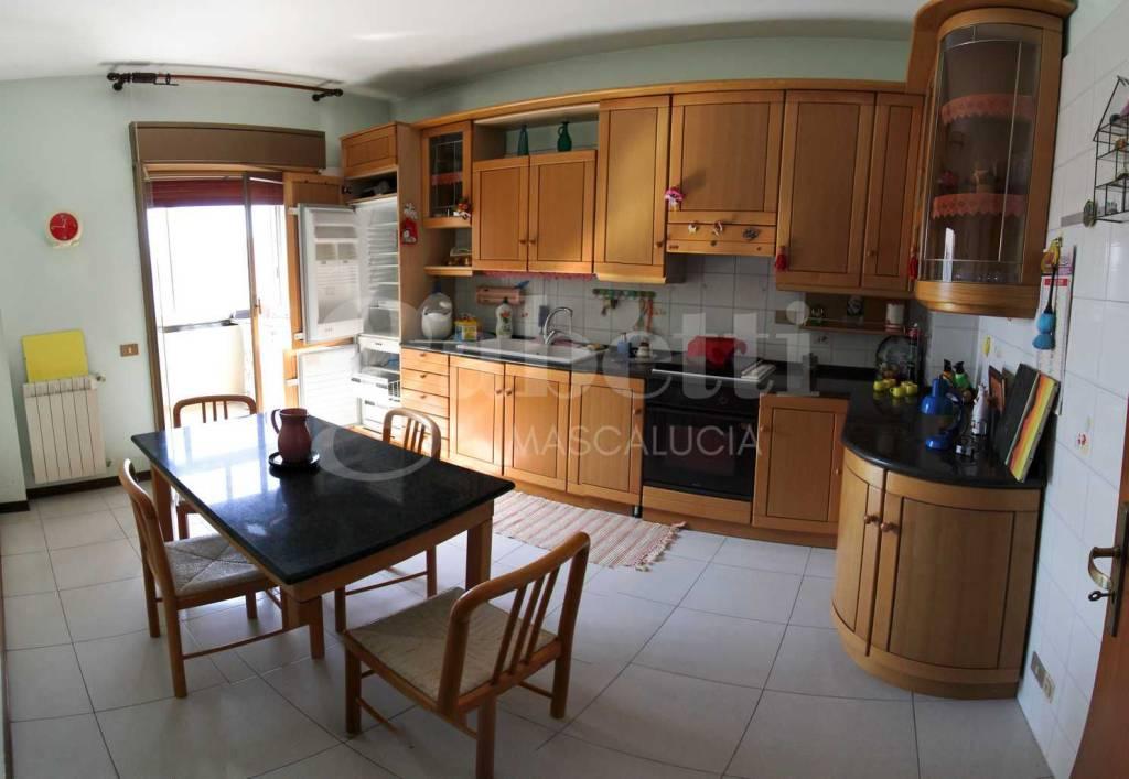 Appartamento in buone condizioni in vendita Rif. 8084714