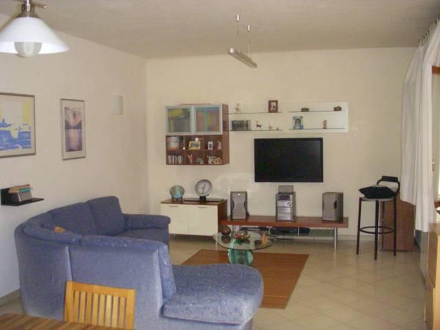 Appartamento in buone condizioni arredato in vendita Rif. 4232394