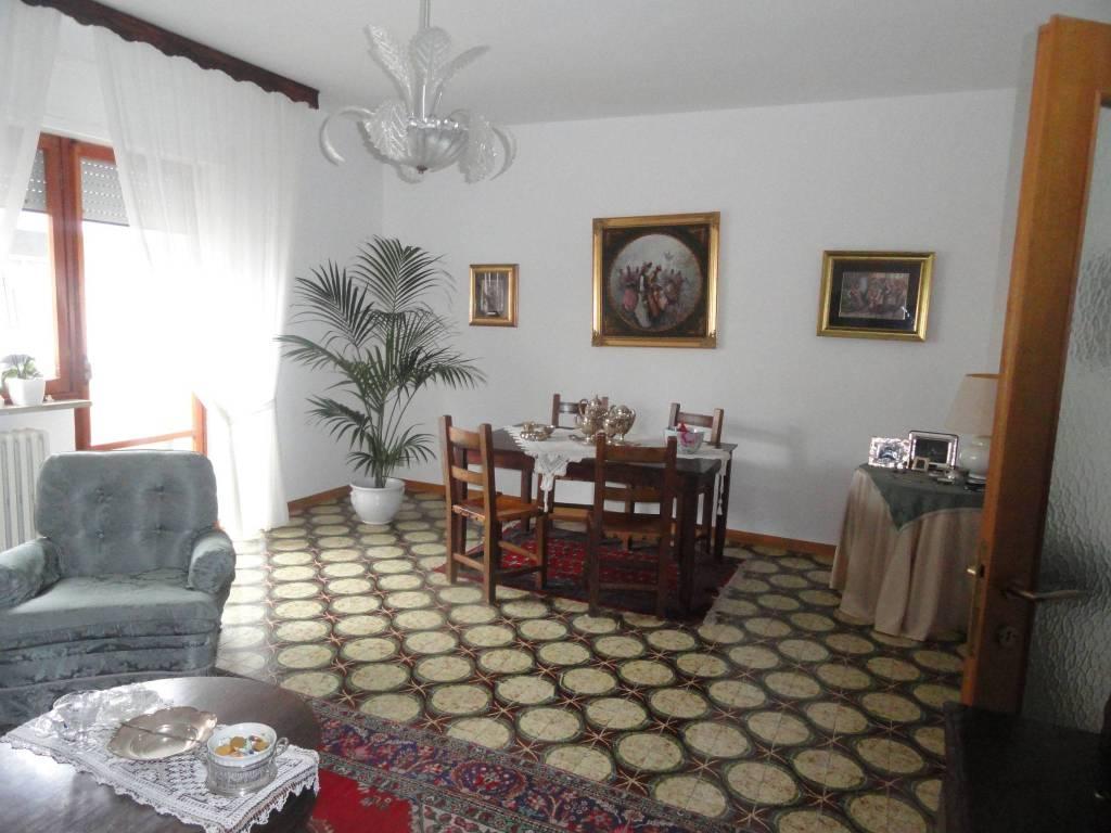 Appartamento in buone condizioni in vendita Rif. 8489531