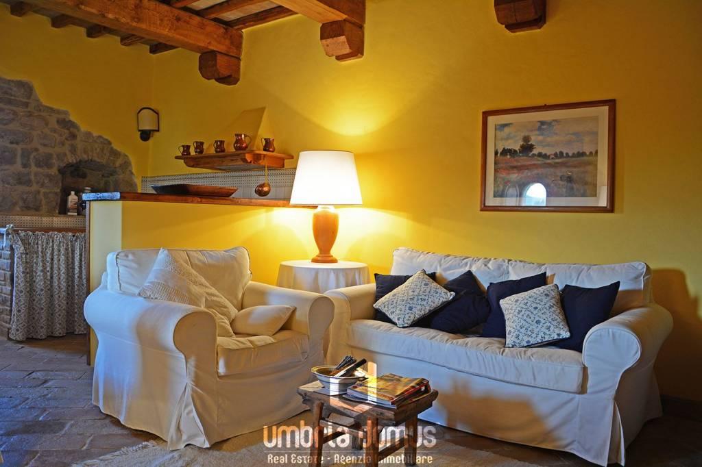 Appartamento in ottime condizioni parzialmente arredato in vendita Rif. 5001180