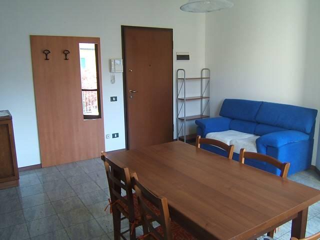 Appartamento in buone condizioni arredato in affitto Rif. 4894254
