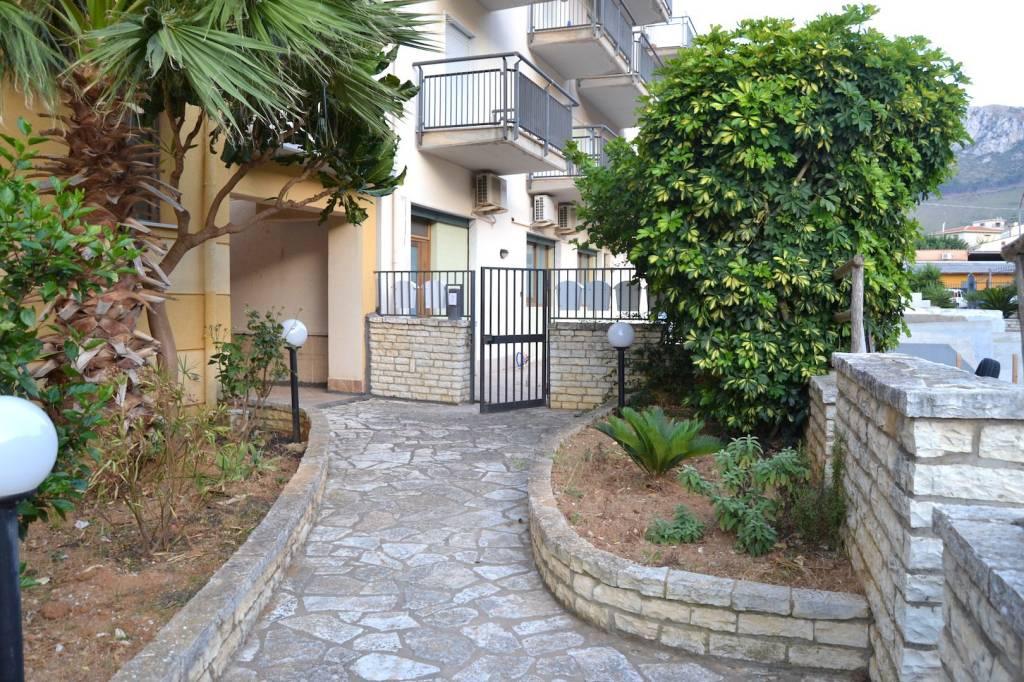 Appartamento in ottime condizioni in vendita Rif. 8644143