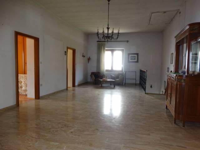 Appartamento da ristrutturare arredato in vendita Rif. 7227876