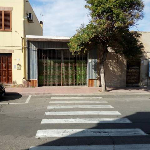 Negozio bilocale in vendita a Portoscuso (CI)