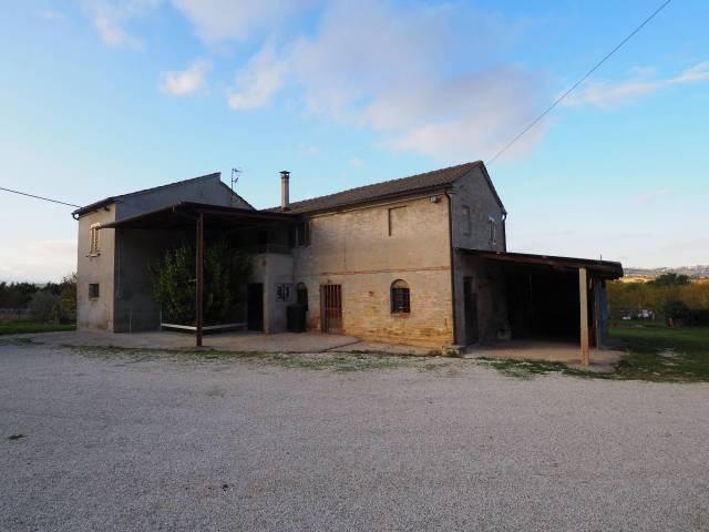 Rustico 5 locali in vendita a Corridonia (MC)