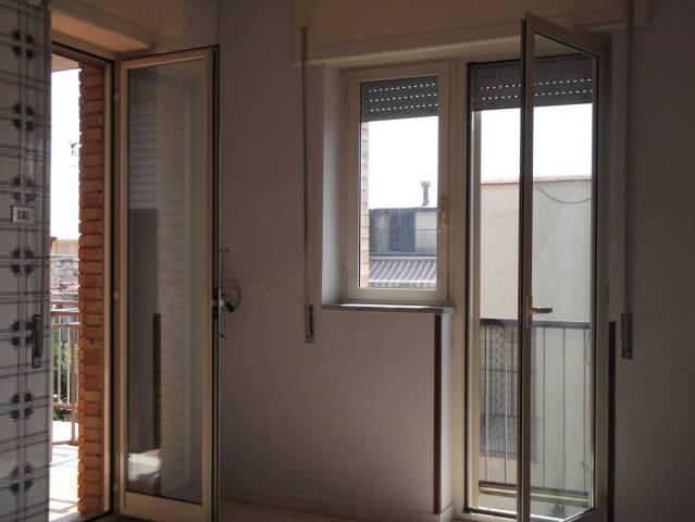 Ampio appartamento in buono stato a Caivano
