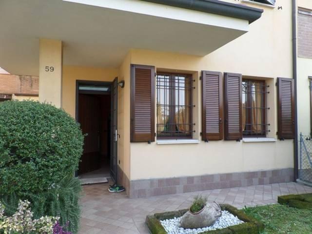 Casa indipendente quadrilocale in vendita a Cento (FE)