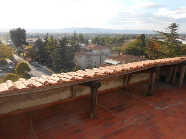 Attico trilocale in affitto a Foligno (PG)