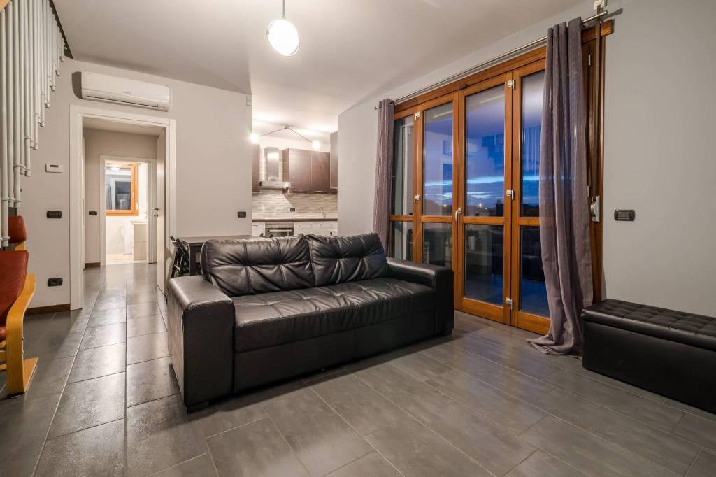 Appartamento in ottime condizioni parzialmente arredato in vendita Rif. 8132417