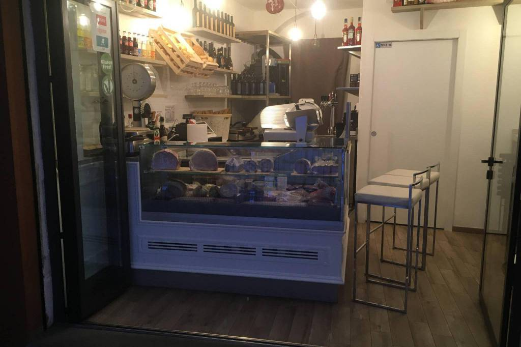Bar in vendita a Bologna, 2 locali, zona Zona: 1 . Centro Storico, prezzo € 110.000 | CambioCasa.it