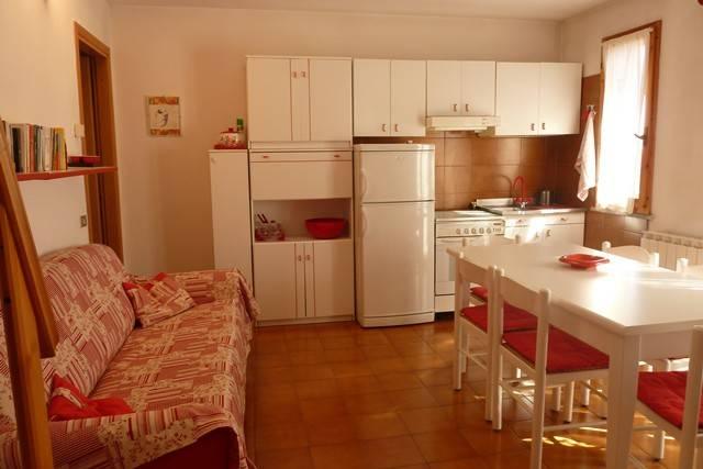 Appartamento in buone condizioni arredato in vendita Rif. 4910576