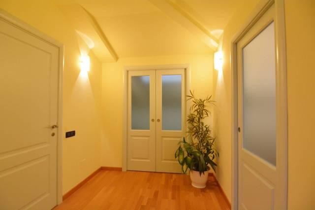 Appartamento in ottime condizioni arredato in vendita Rif. 4894656