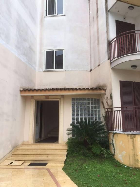 Appartamento in buone condizioni in vendita Rif. 8609799