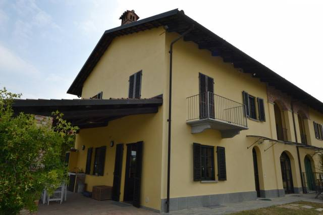 Villa in Vendita a Cherasco Periferia: 5 locali, 350 mq