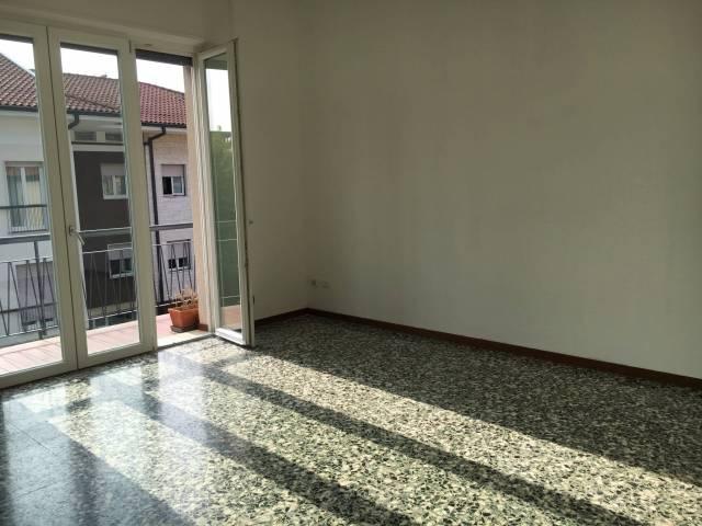 Appartamento in ottime condizioni parzialmente arredato in affitto Rif. 4401429