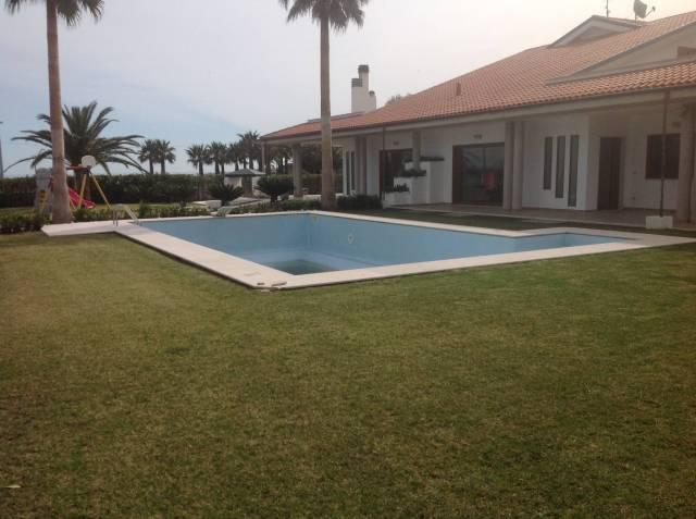 Villa di lusso con giardino e piscina a Termoli