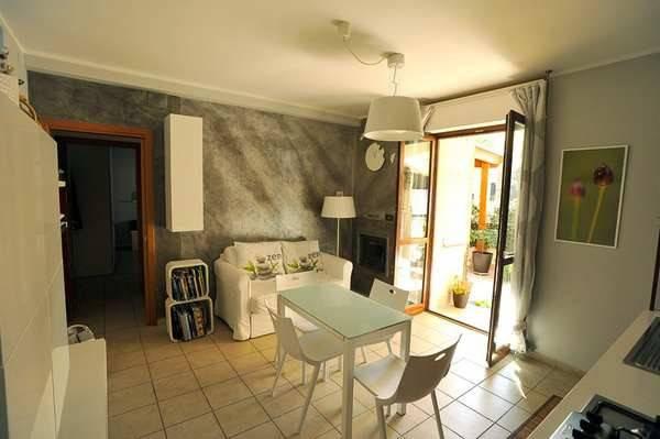 Appartamento in ottime condizioni parzialmente arredato in vendita Rif. 7857021