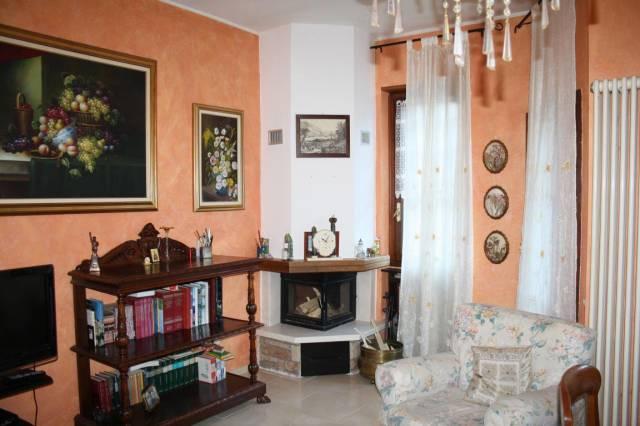 Appartamento in buone condizioni arredato in vendita Rif. 4221016