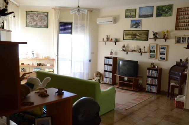 Appartamento in buone condizioni parzialmente arredato in vendita Rif. 6278476