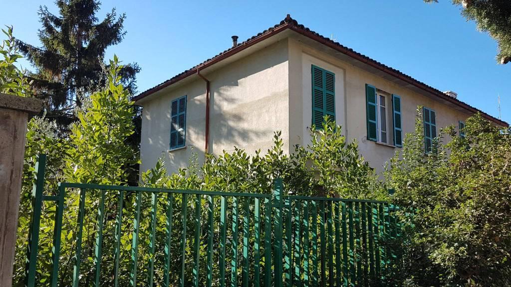 Casa Indipendente in buone condizioni in vendita Rif. 8396698