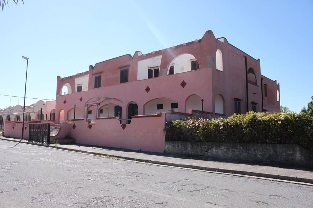 Struttura alberghiera (Via Valeriano De Bonis/Baia del Carpi