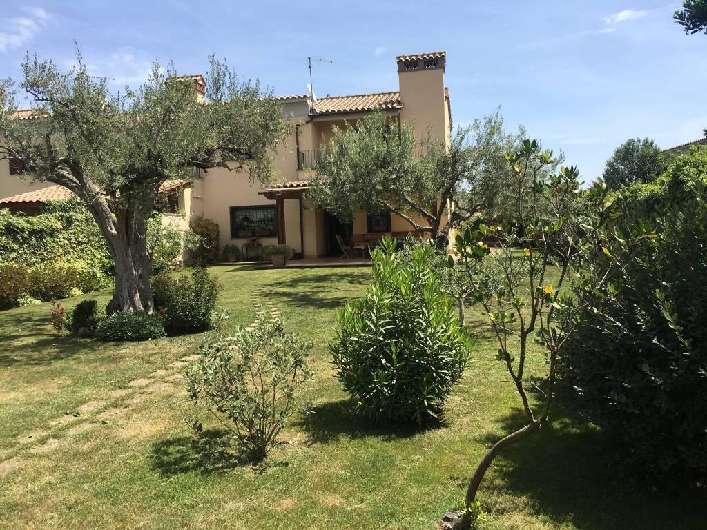 Villa in vendita a Trevignano Romano, 5 locali, prezzo € 365.000 | CambioCasa.it