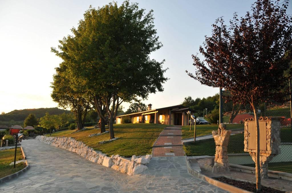 Rustico in Vendita a Lugagnano Val D'Arda: 5 locali, 500 mq
