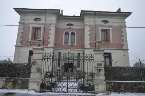 Villa in vendita a Piverone, 6 locali, prezzo € 350.000 | CambioCasa.it