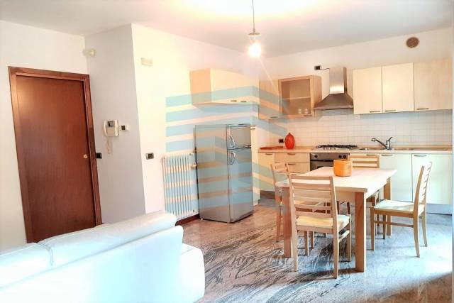 Appartamento in buone condizioni arredato in affitto Rif. 6283690