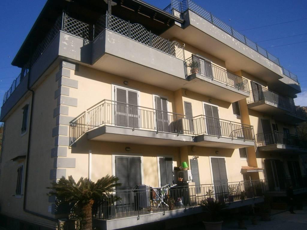 Appartamento in buone condizioni in affitto Rif. 8549628