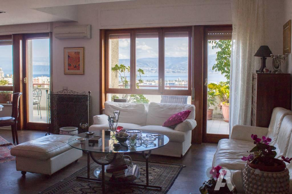 Appartamento in vendita a Messina, 6 locali, prezzo € 365.000 | CambioCasa.it