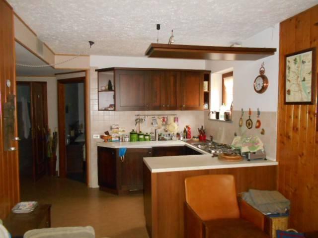Appartamento in ottime condizioni parzialmente arredato in vendita Rif. 4949883