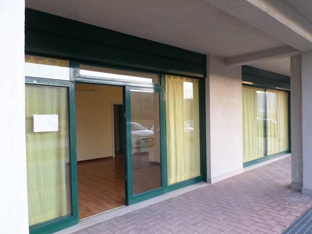 Negozio-locale in Affitto a Magione:  3 locali, 60 mq  - Foto 1