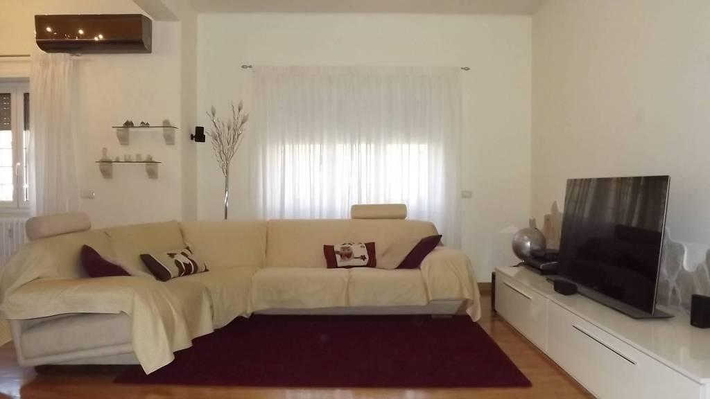 Appartamento in vendita 3 vani 120 mq.  via dei Gonzaga Roma