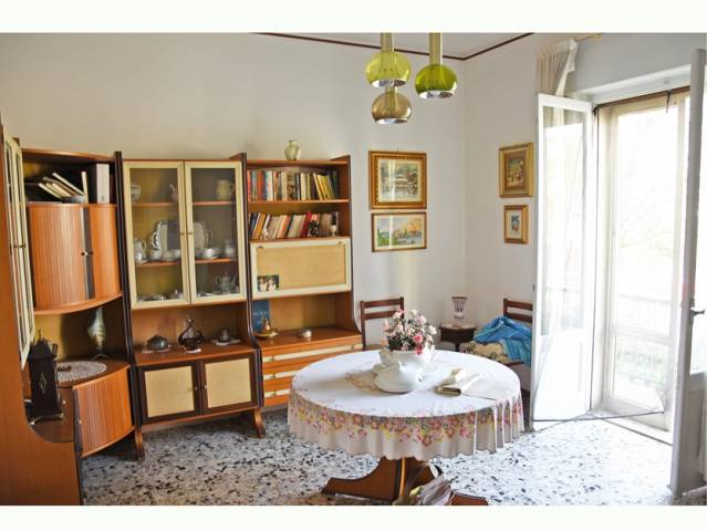 Villa in vendita a Curtatone, 6 locali, prezzo € 200.000 | CambioCasa.it
