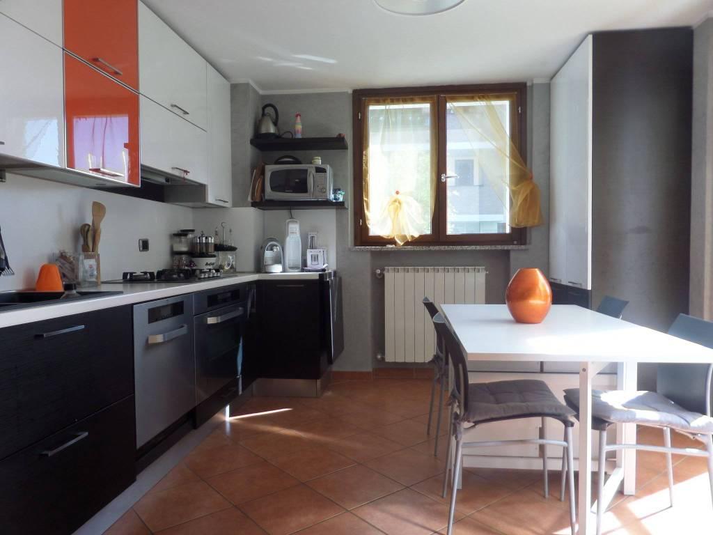 Appartamento in ottime condizioni parzialmente arredato in vendita Rif. 6966617